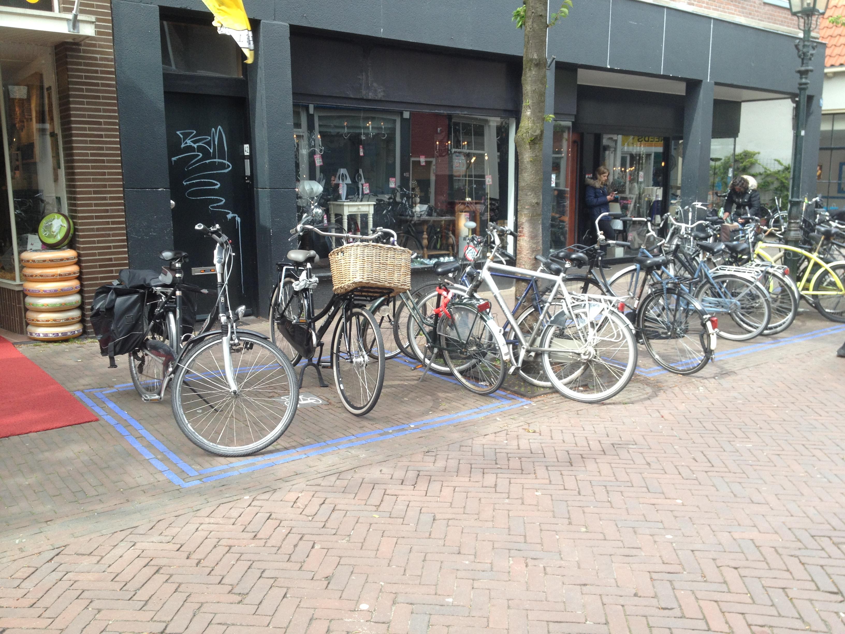Fietsparkeervakken in de openbare ruimte vanDelft