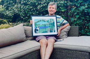Kijk Jeroen eens blij zijn met het Passieportret dat hij voor zijn verjaardag heeft gekregen van zijn vriendin!